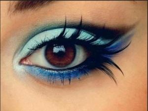 Blue Gradient Eye Makeup